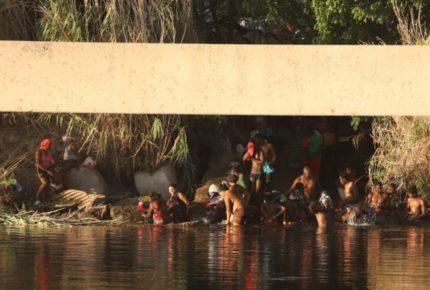Tras retiro de campamento migrante, reabren paso a Texas