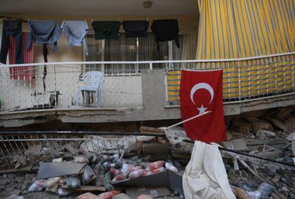 Suman 27 muertos por sismo en Turquía y Grecia