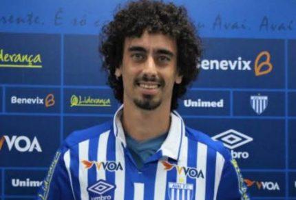 Futbolista deja partido en Brasil tras ser confirmado con Covid-19