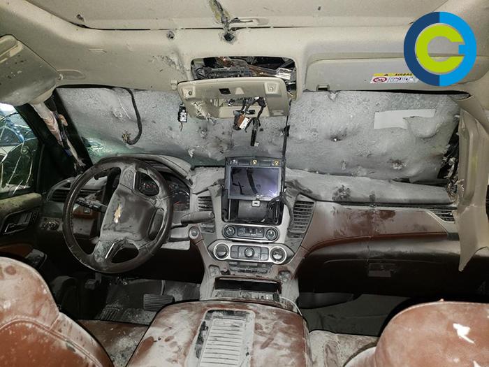 Cerca de la muerte . Pocos segundos más de ataque hubieran logrado el objetivo; el vehículo ya presentaba serios daños. Fotos camioneta: Especial