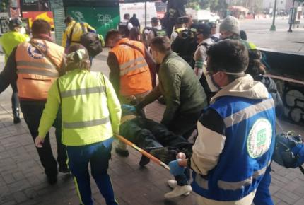 Convoy del Metro golpea en la cabeza a usuario