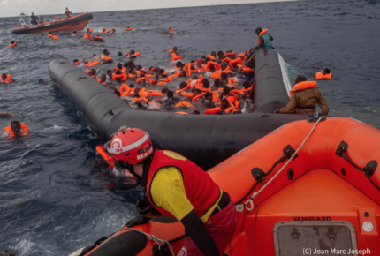 Al menos 74 migrantes murieron en naufragio en costas libias