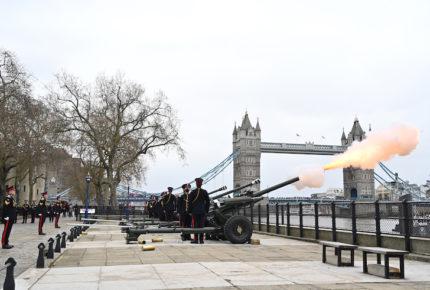 Parlamentarios británicos rinden homenaje al príncipe Felipe