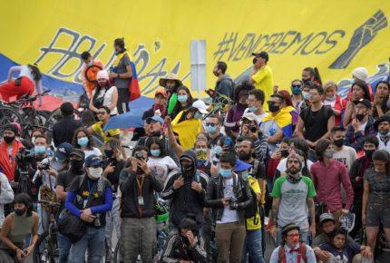Protestas se intensifican por abuso policial en Colombia