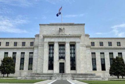 La Fed mantiene tasas de referencias y prevé mayor crecimiento