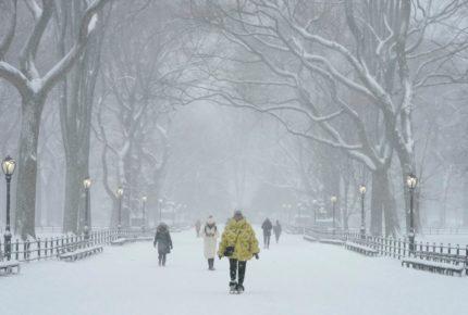 Fuerte tormenta de nieve azota Nueva York y el noreste de EU