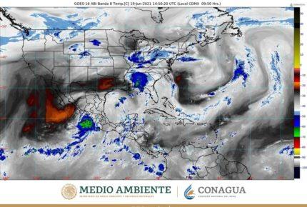 Tormenta 'Dolores' toca tierra entre Michoacán y Colima