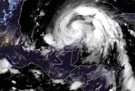 Zeta se degrada a tormenta tropical; se dirige al Golfo de México